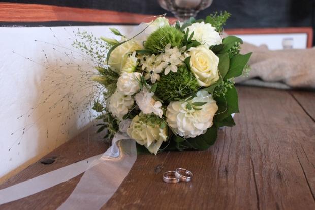Brautstrauß Standesamt grün weiß